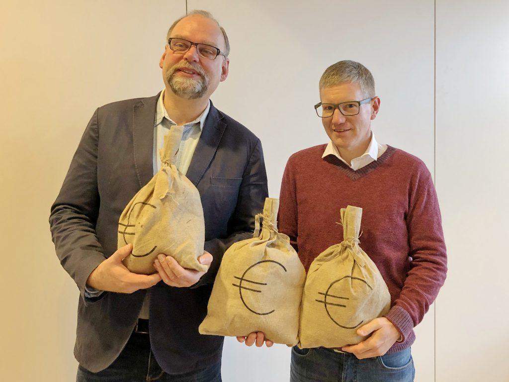 Spende für Kinderhaus Jakobus (2019-02-07). (v.l.n.r.: Pfarrer Thomas Baumgärtner, Ulrich Martens)